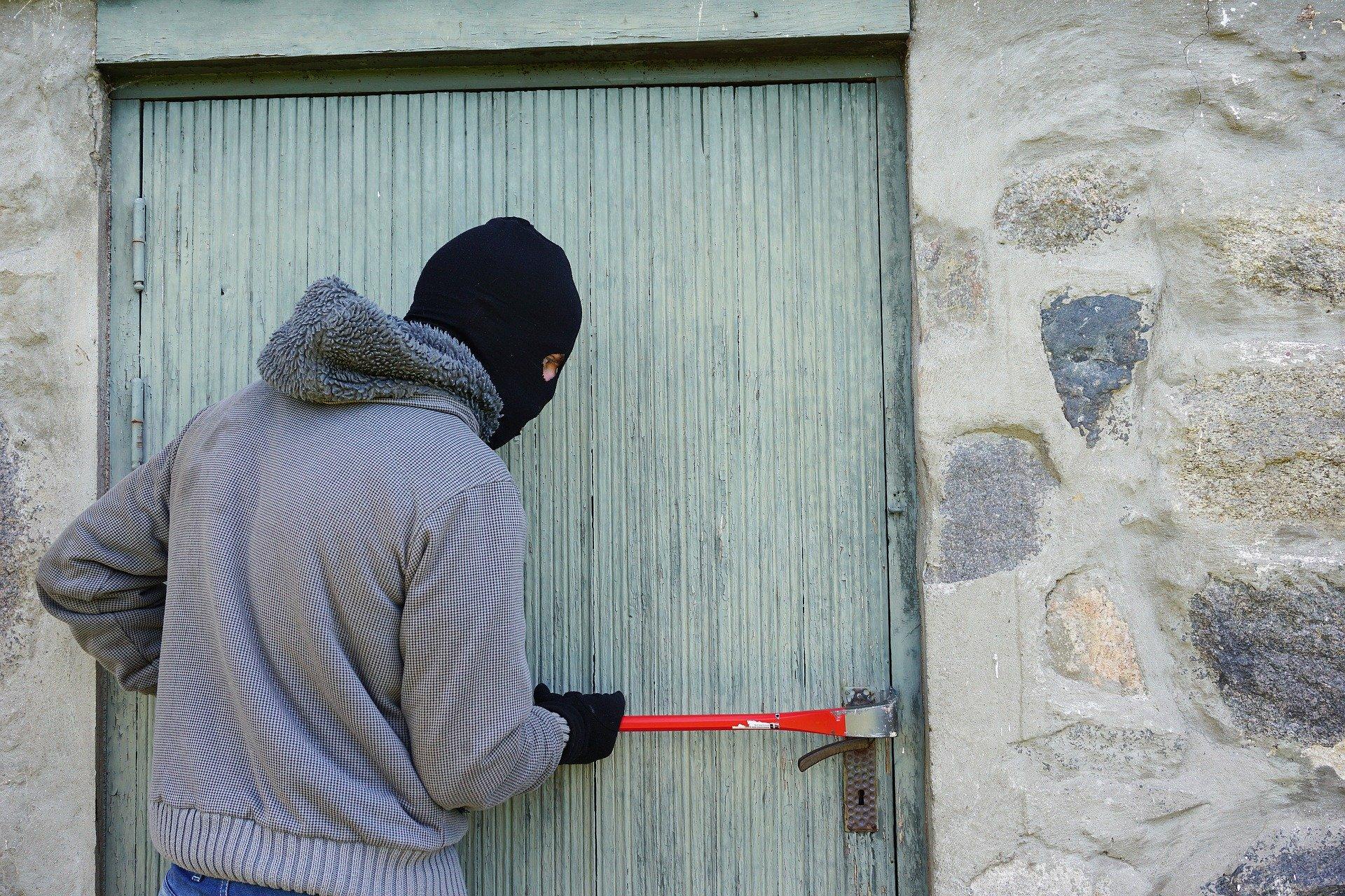 Nieuczciwy pracownik to po prostu złodziej.