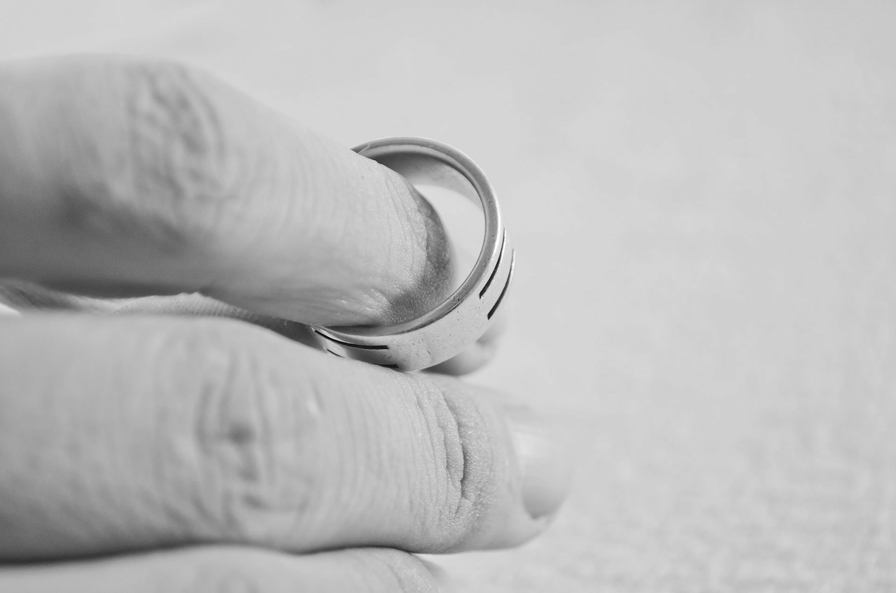 Sprawa rozwodowa wymaga pomocy specjalistów, w tym prywatnego detektywa